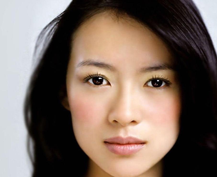 Девушка с азиатским разрезом глаз